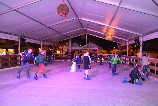 De schaatspiste te Hoeilaart kende dit jaar weer een groot succes. Met dank aan al de helpers maar vooral aan Kris, de stuwende kracht achter dit evenement!